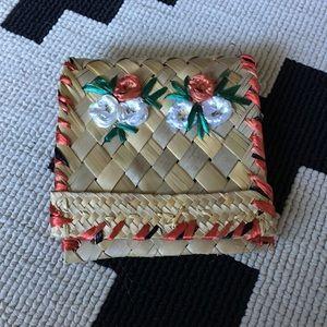 Handbags - 🌸vintage straw and silk wallet🌸