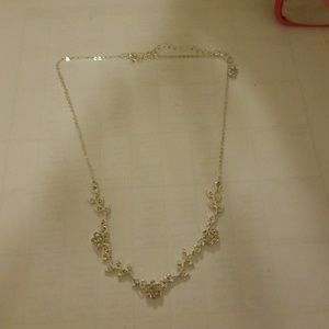 Jewelry - Flower necklace (5 for $20)