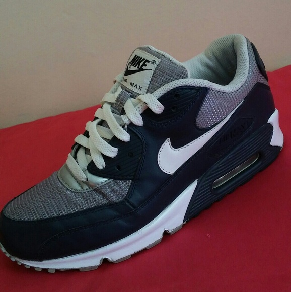 Nike Air Max 90 Ess. SIZE 8 WOMEN & 6 MEN.