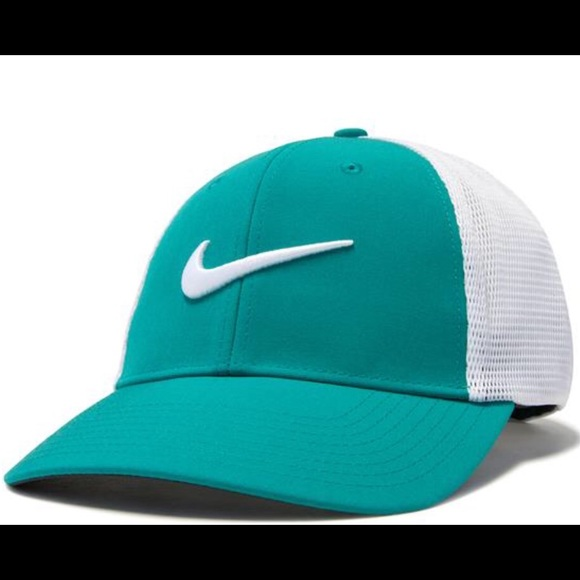 659fe16bb37 Nike Drifit Golf Cap Unisex Fitted Style