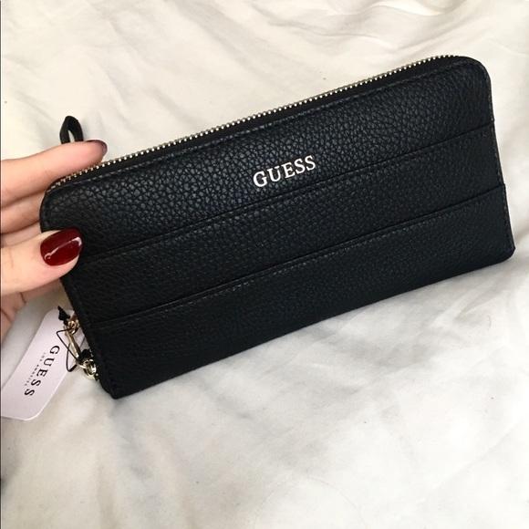 dose plastica Devise  Guess Bags   Bobbi Large Zip Wallet Black   Poshmark