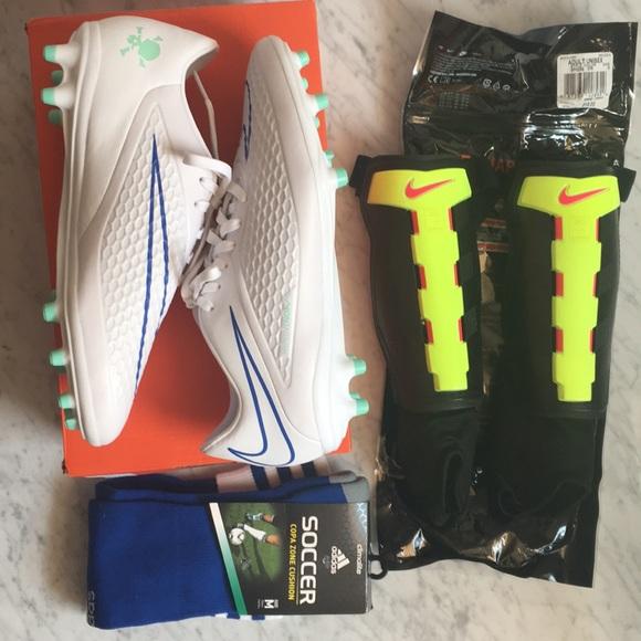 Women s Nike soccer gear set- brand new!!! 177dac1be8