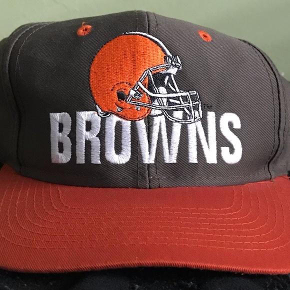 b3b5561995c VINTAGE 90 s NFL CLEVELAND BROWNS SNAPBACK NEW. M 5a258e0d2de51214800d00de