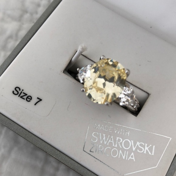 4acb690d42aae Swarovski zirconia cocktail ring