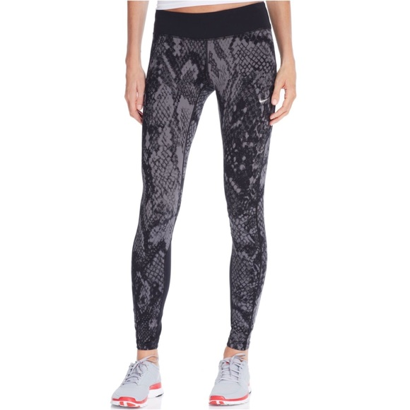new product 127b4 295e7 Nike Epic Lux Dri-Fit Snakeskin Leggings. M 5a25923ac6c7955b6d0d1ea4