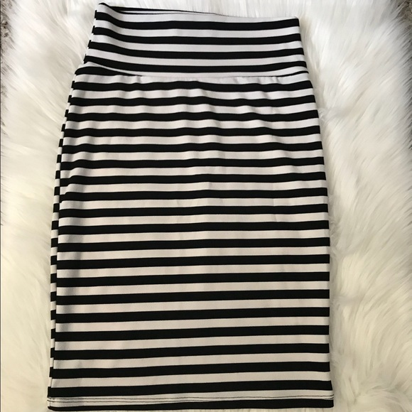287c96fde2 LuLaRoe Cassie black & white striped skirt. M_5a2595352fd0b7dd690d2510