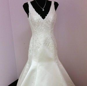 Brand New Privato Mon Cheri Wedding Gown