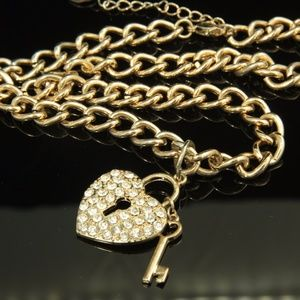 Necklace w/heart lock and key