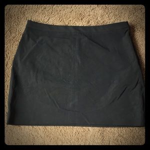 Guess mini skirt. Short stretchy side zip.