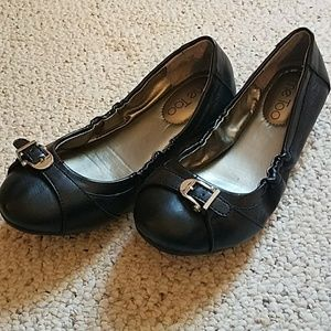 Me Too black leather flats size 6