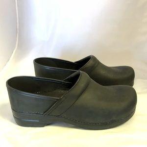 New Dansko Men's Black Oiled Leather Clogs