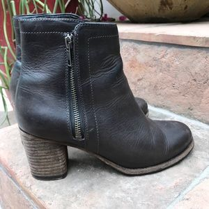 Frye Addie Double Zip Ankle Boot  size 6.5