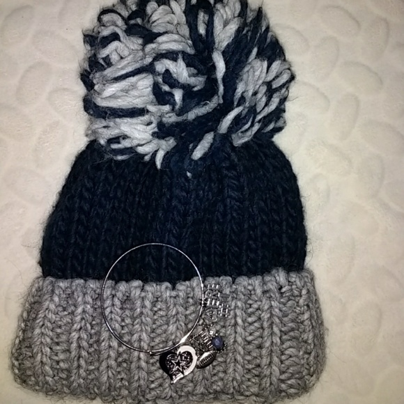 a96a700dfaf gelso bianco Accessories - NWOT Gelso Bianco pom pom hat one size