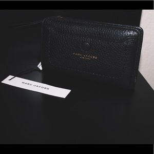 Handbags - NWT Marc Jacobs Empire City Compact Leather Wallet