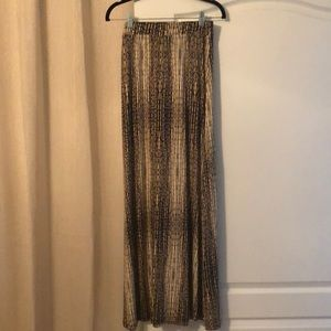 New with tags! Never worn. Patterned maxi skirt