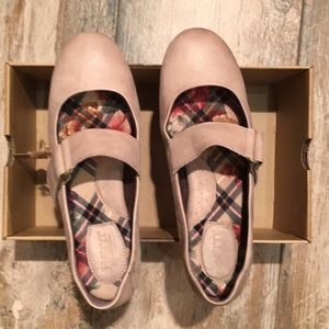 ! Born shoes. I also have these in black NWT.