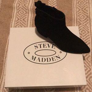 0b9e60dab9d Steve Madden Clover booties NWT