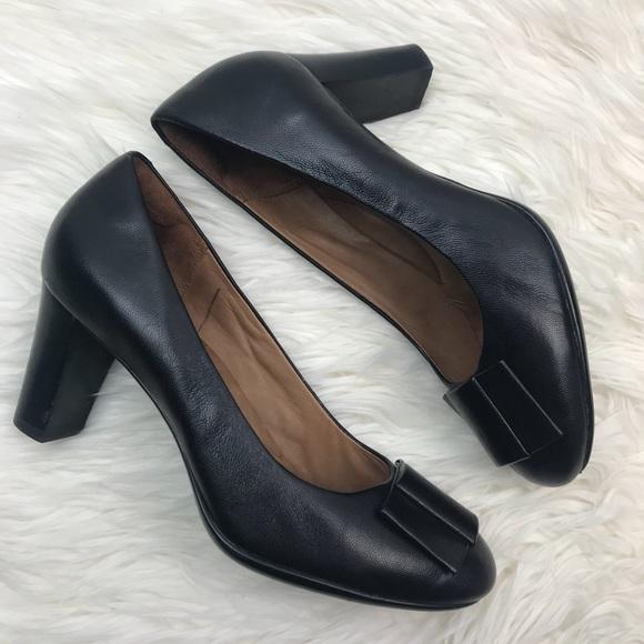 9d293c46b52c Clarks Shoes - Clark s Black Leather Avelyn Soul Bow Pumps