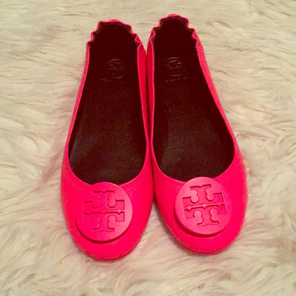 0c994af4fa39 Like New Tory Burch Neon Pink Minnie flats. M 5a26021f5a49d07102000cf6