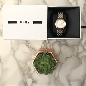 NEW! 🎁❄️ DKNY Watch