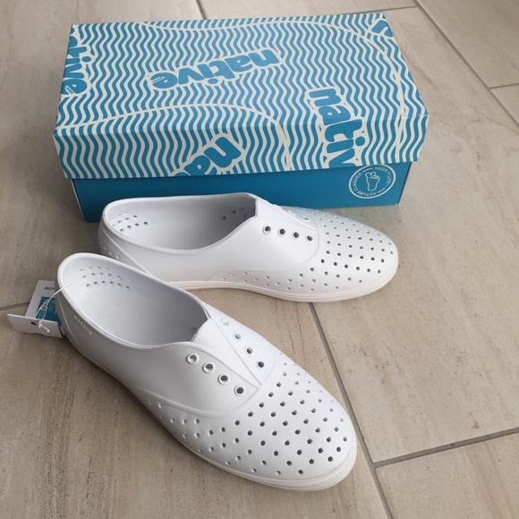 abb207831 Native women s Jericho white sneaker size 8