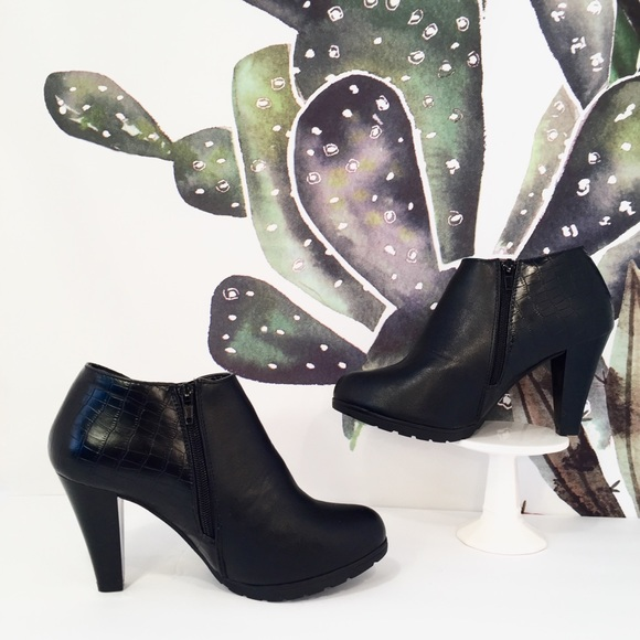 11b370bc7a1e White Mtn • Sadie Black Ankle Bootie Heels. M 5a2623748f0fc4f1e1006139