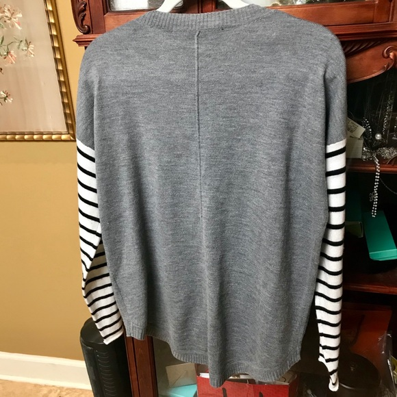 French Connection Sweaters - EUC FRENCH CONNECTION GREY HI/LOW SCOOP NECK SWTR