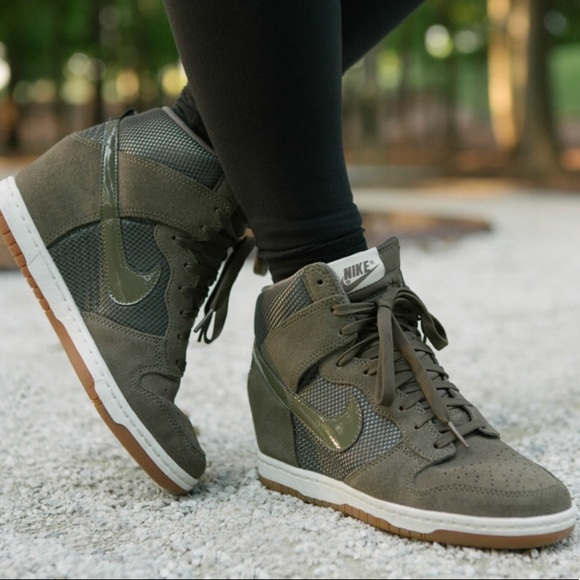 d3dffa8e335 Olive green Nike wedge sneakers! M 5a26bc14f0928229ae01a69c