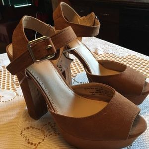 Mossimo Brown Heels Size 6 1/2.