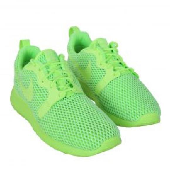 Nike Roshes Neon yellow   green 🤩. M 5a2ae0bb41b4e0b50b034993 dcc35745e