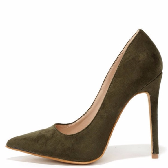 6e85bd67a1f0 Olive Green Suede Pointed Pumps by Shoe Republic 6.  M 5a26cc2bfbf6f9714f01d500
