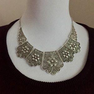 Jewelry - ✨Beautiful Statement Necklace Set ✨