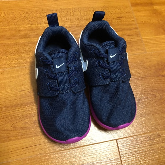 pretty nice 2cec1 f6d9d Baby girl Nike roshe one NWT