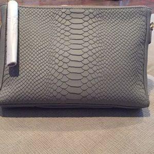 Gigi New York Leather Hailey Crossbody in Grey