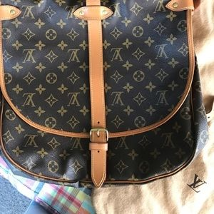 Louis Vuitton crossbody purse,excellent condition.