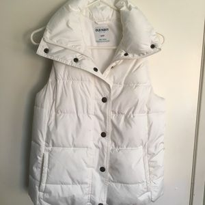 Old navy puffer white vest. Small
