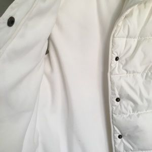 Old Navy Jackets & Coats - Old navy puffer white vest. Small