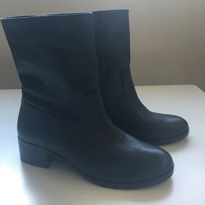 NWT MICHAEL Michael Kors leather boots sz 7!