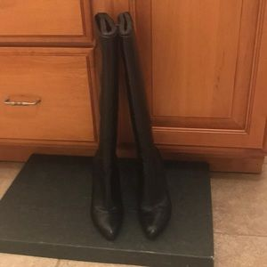 Black boots in fabulous condition.