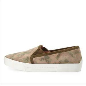 Joie camo slip on Flats