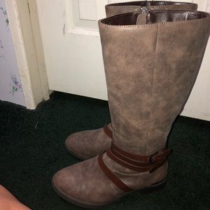 Women's size 8 riding boots !