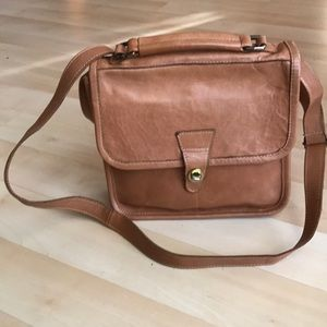 Vintage caramel leather crossbody bag