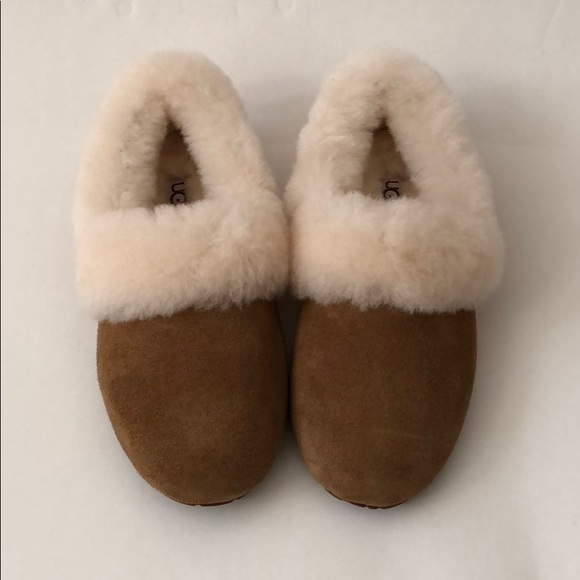 0794f13bc68 Ugg Kendyl Sheepskin Collar Slippers Brand New