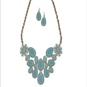 Jewelry - Mint green statement necklace and earrings 🧚🏼♂️