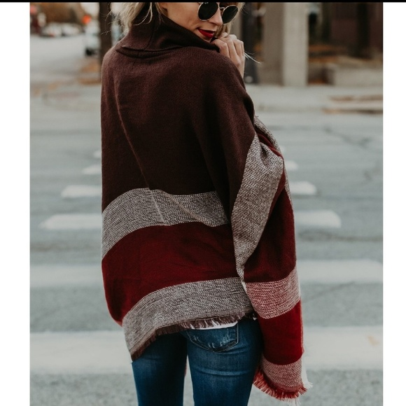 Sweaters - One left! Plaid Poncho