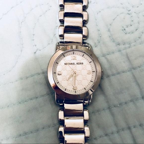 ae9196c72713 Michael Kors Janey Watch Silver. M_5a27466498182967b9014508