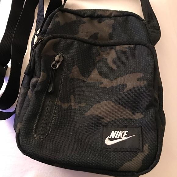 Nike Messenger Bag Small Camo. M 5a2748f3bcd4a73f4401656f