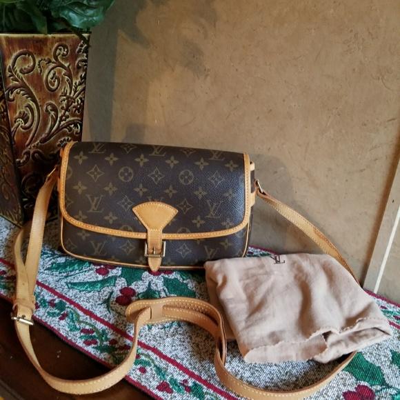 d32f442f0b85 Louis Vuitton Handbags - AUTHENTIC Louis Vuitton sologne monogram canvas