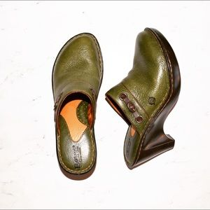 Born Women's Clogs Shoes Leather Green Size 7 EUC
