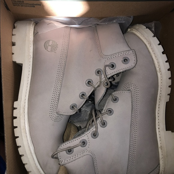 ... light grey white timberland boots. M 5a2750febcd4a72a8c018b81 bfb926459cd5
